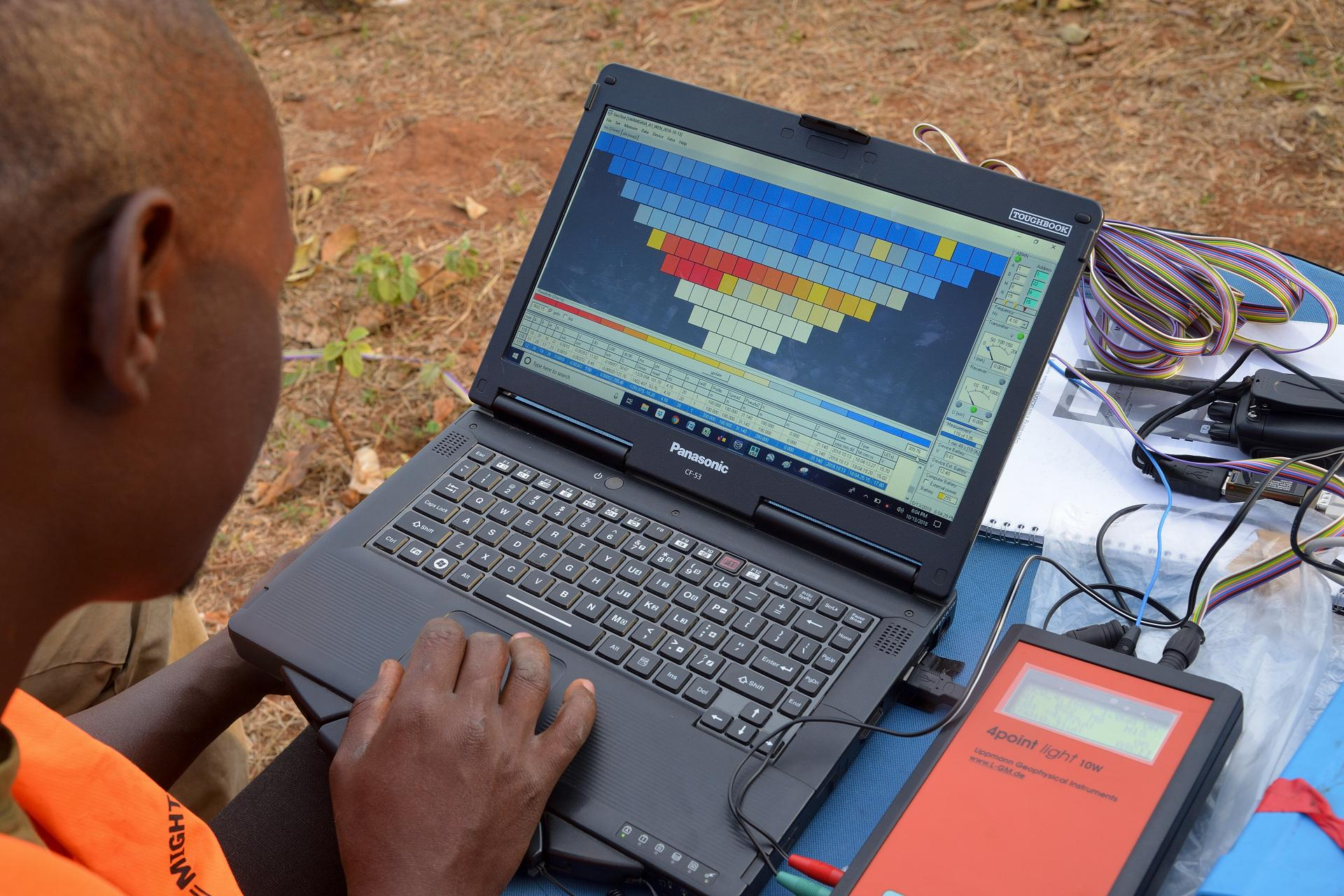 Laptop with evaluation of the geophysical survey